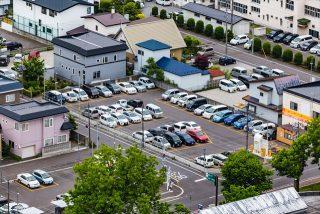 町の駐車場